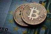 金币bitcoins和欧洲钞票cryptocurrency.